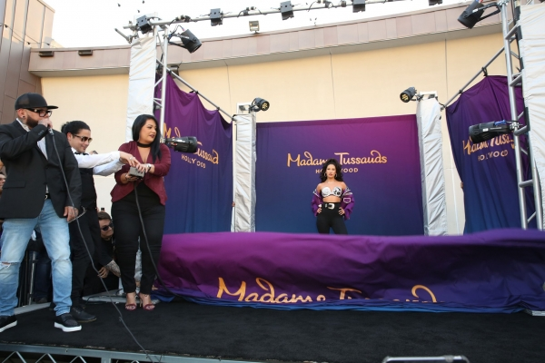 selena-quintanilla-madame-tussauds-wax-figure-pictures36256C29-49FB-073A-AAED-727A7E64C74A.jpg